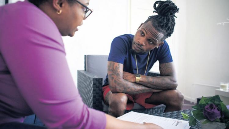 Verhaal in Trouw: 'Als baan, vastigheid en inkomen wegvallen, is extra hulp hard nodig'